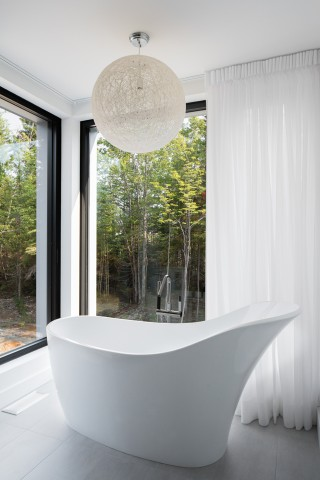 Architecture bathroom white tube sale de bain